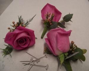 rosas y flor de cera