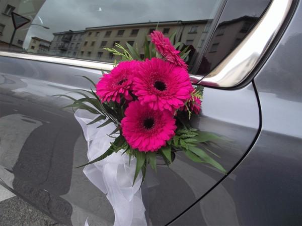 coche-de-novia-en-rosa-floristeria-garralda